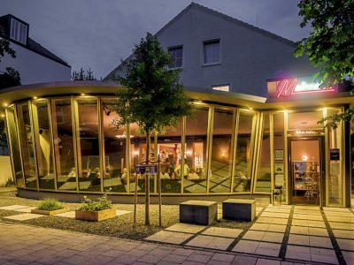 Nachtaufnahme de Metropol-Theater in München